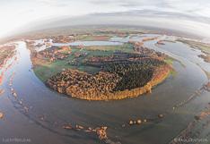 Ronding in de IJssel bij de Duursche Waarden en Fortmond. Luchtfoto gemaakt met een camera drone (Phantom).