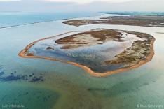 Luchtfoto van de Slikken van Bommenede in de Grevelingen (Grevelingenmeer). Gemaakt met een camera drone door Paul Oostveen.