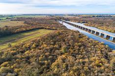 Natuurgebied De Moerputten met de Moerputtenbrug. Luchtfoto gemaakt met een camera drone.